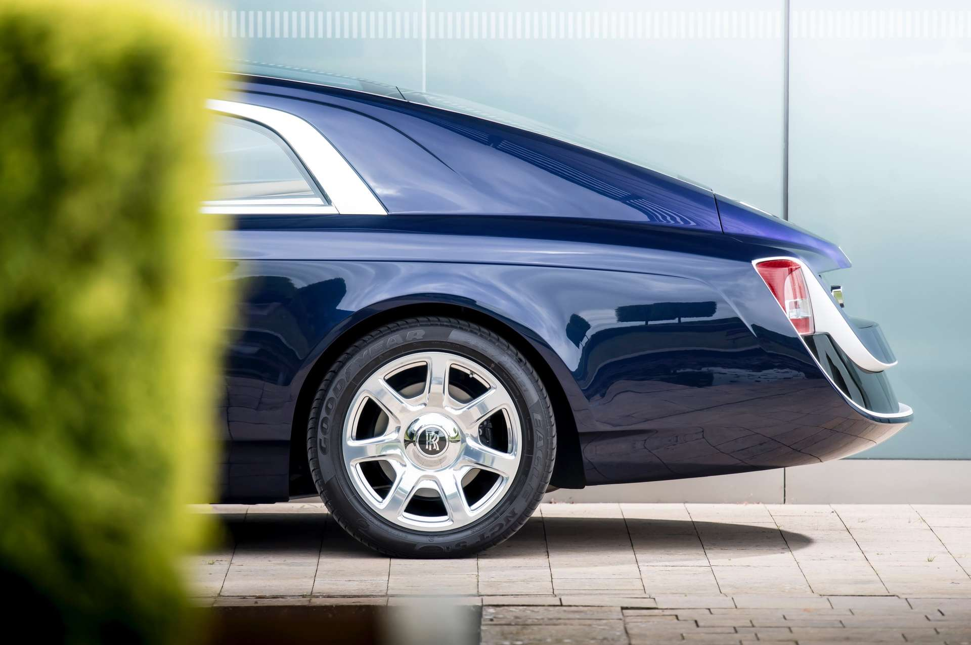 Side rear view of the Rolls-Royce Sweptail