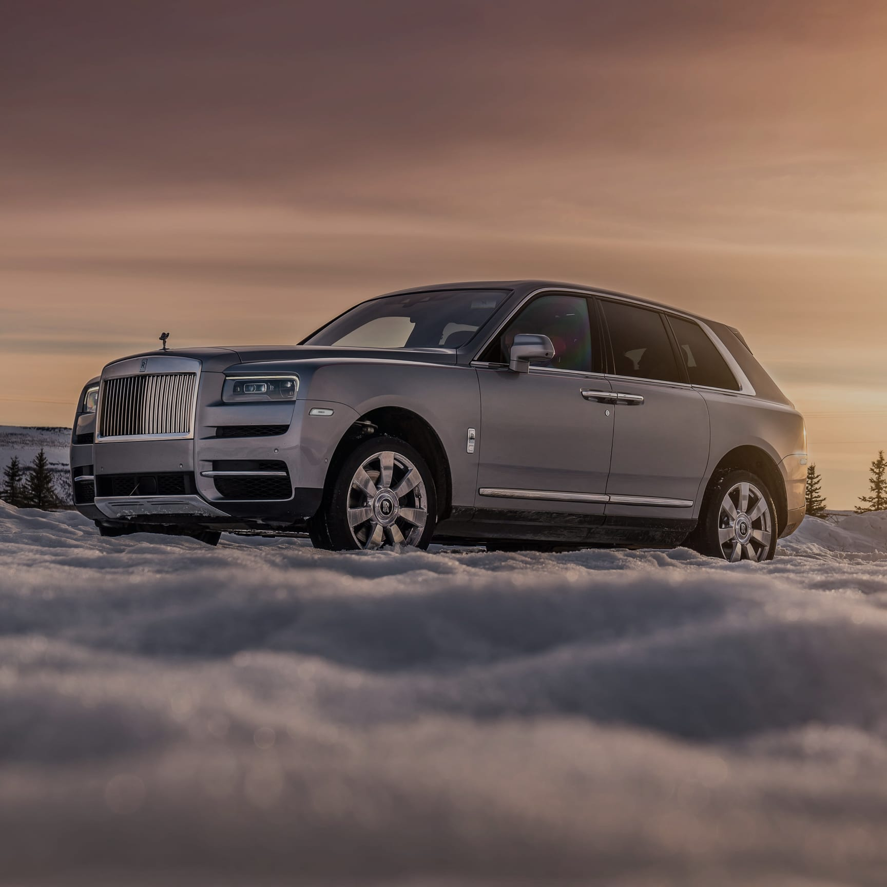 Rolls-Royce pioneers the world's first super-luxury all-terrain SUV. Cullinan is effortless, everywhere.