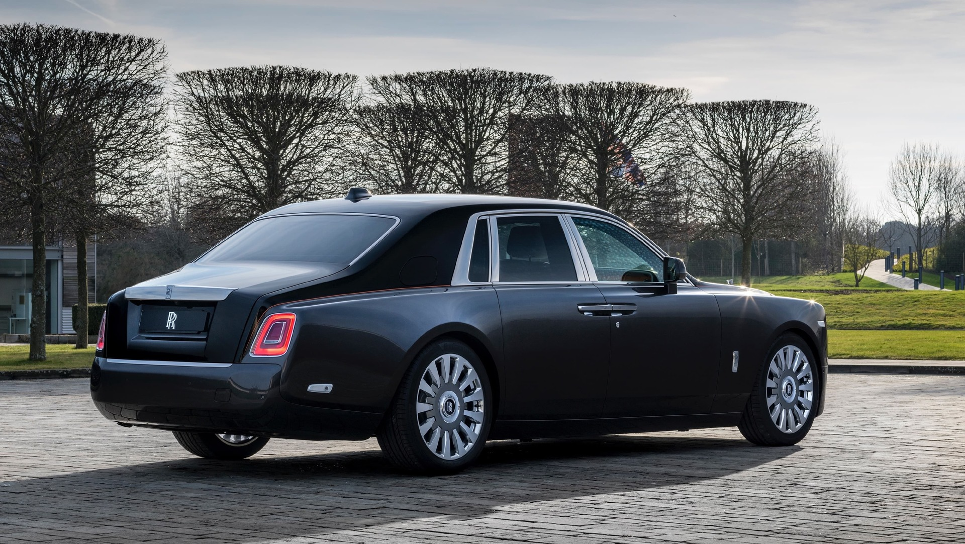 Rear view of gunmetal Rolls-Royce Phantom standard wheelbase