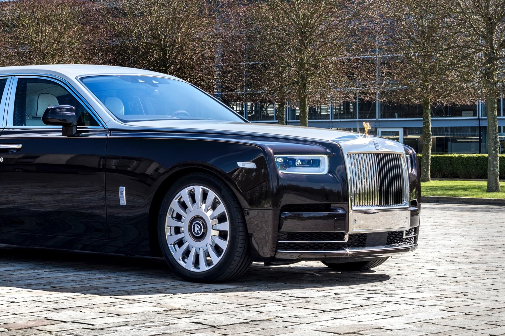 Side exterior shot of Rolls-Royce Smokey Quartz Phantom