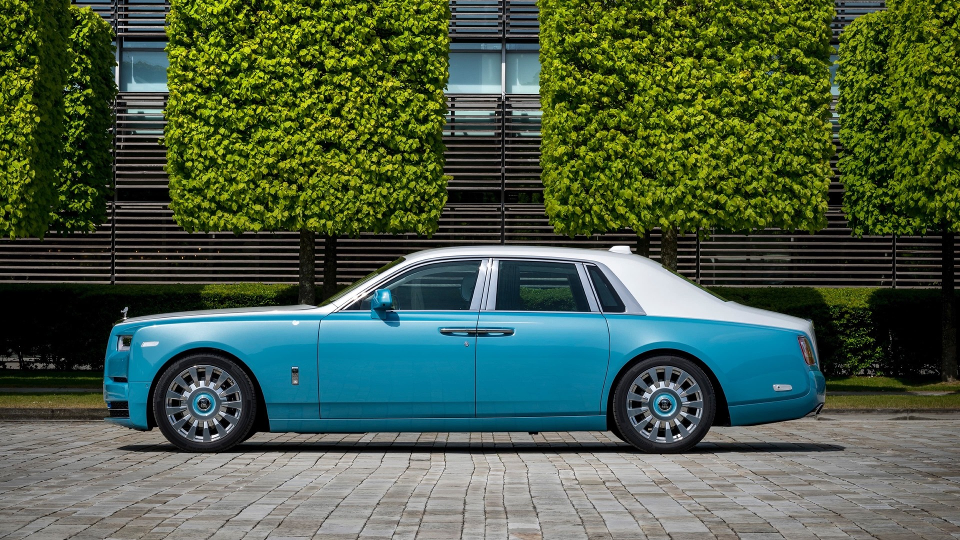 Side view of Turchese & Andalusian Rolls-Royce Phantom standard wheelbase