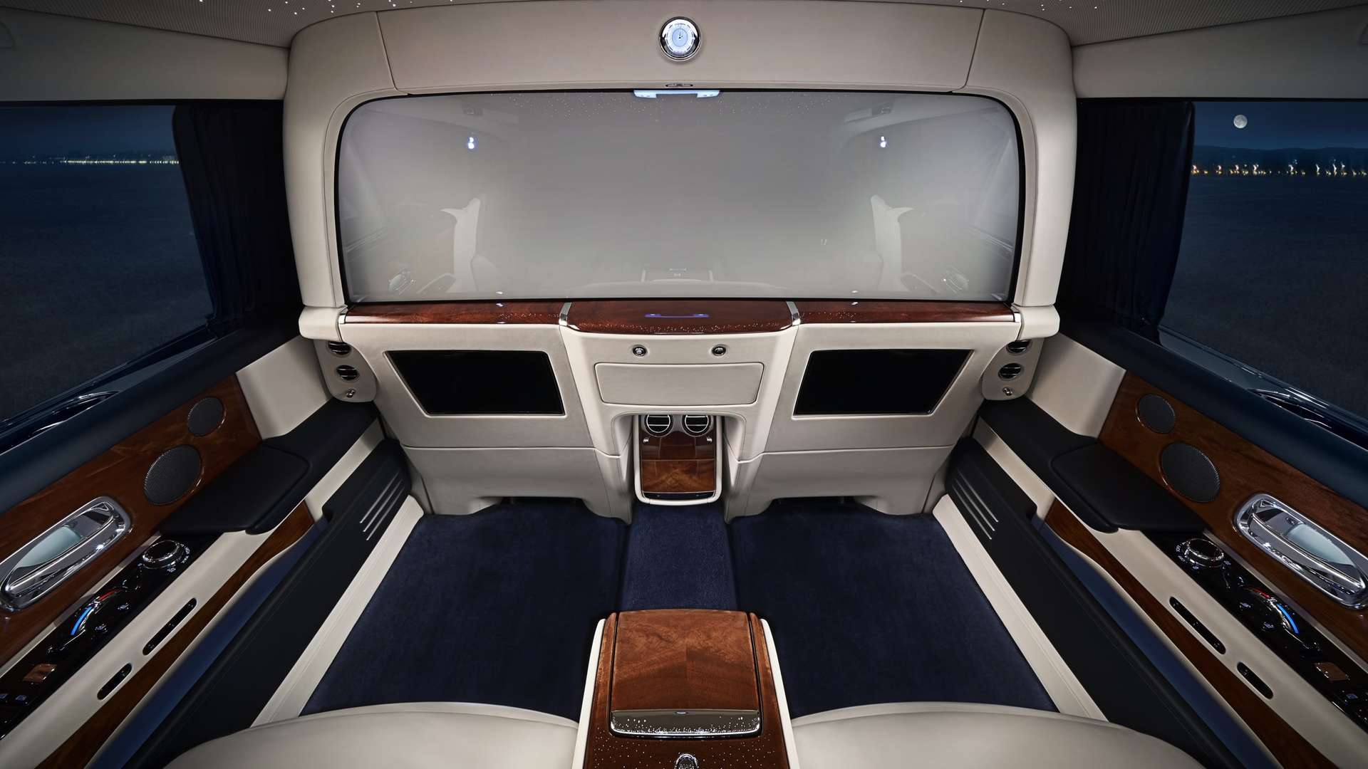 Privacy screen inside the Phantom Extended Wheelbase