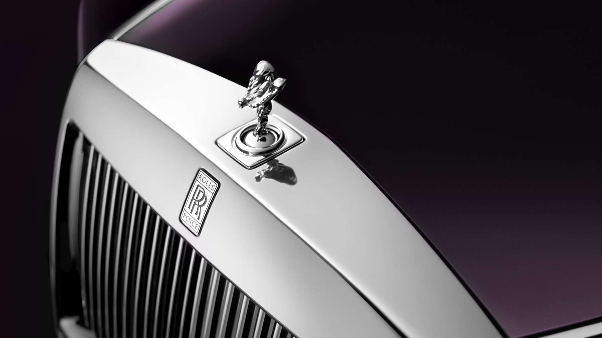 Close up of Spirit of Ecstasy on the Phantom Extended Wheelbase