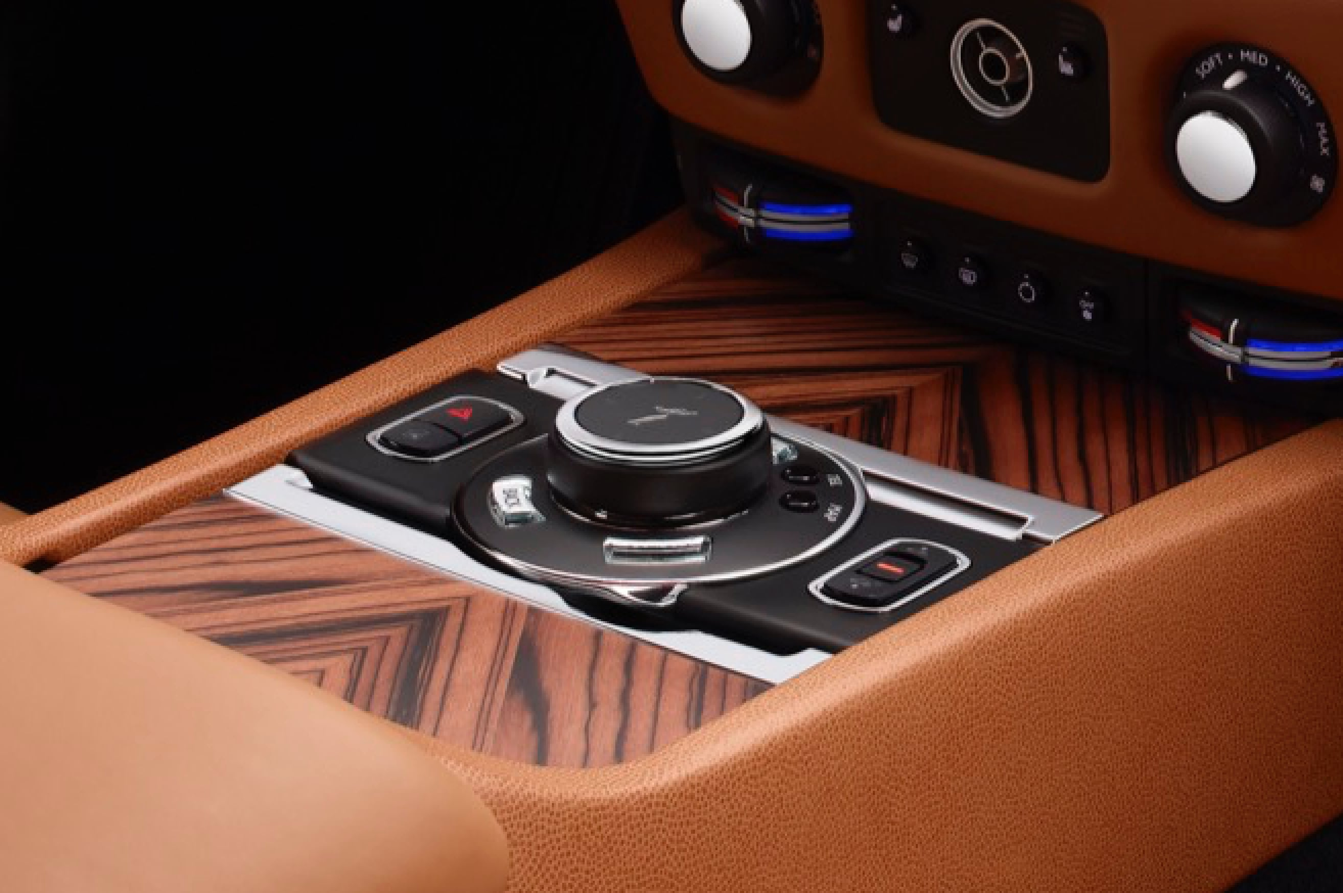 rolls-royce wraith dashboard with canadel panelling