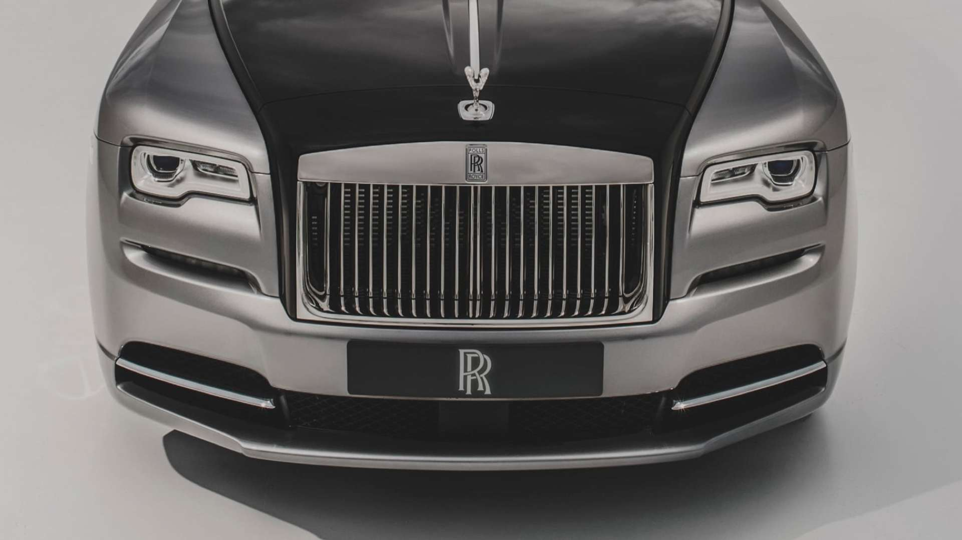 Rolls-Royce Wraith front view, highlighting grille and Rolls-Royce RR logo - white backdrop
