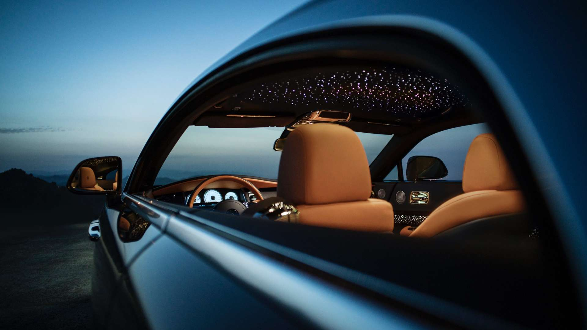 Rolls-Royce Wraith discover interior width, through driving window