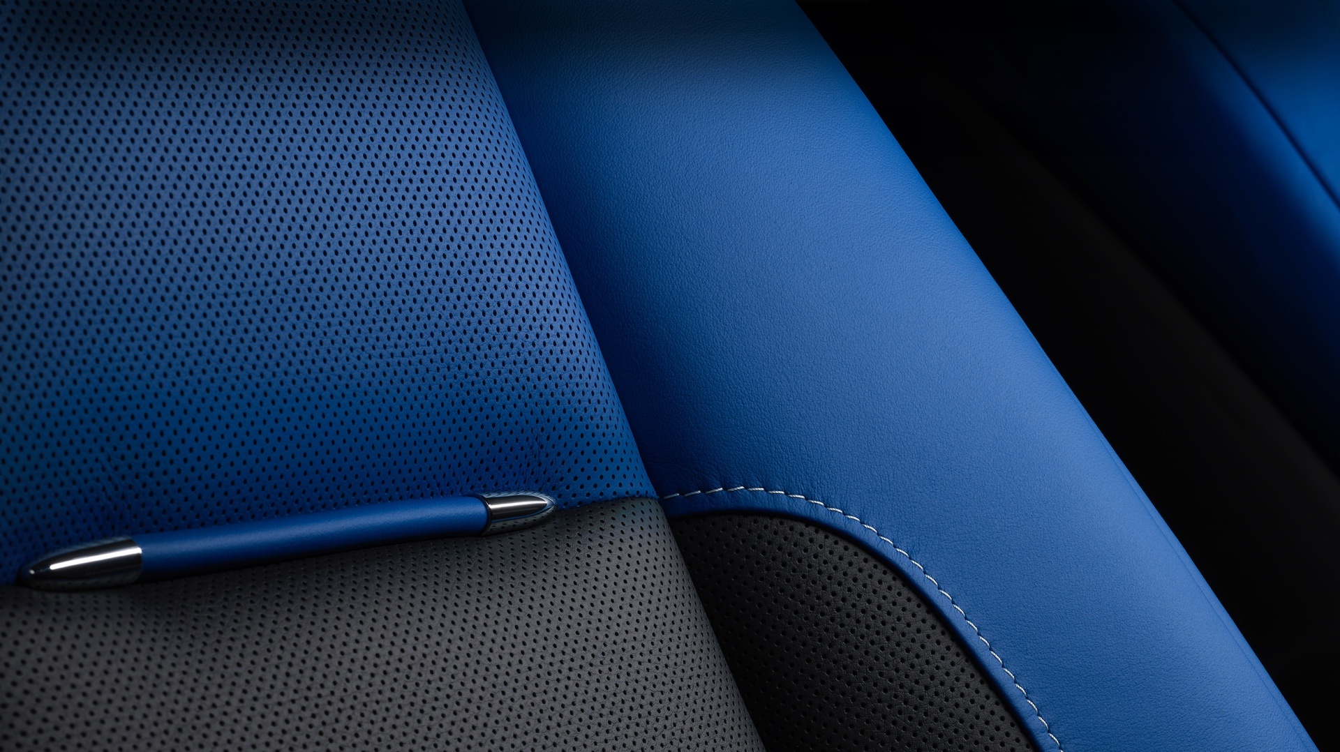 A picture of Rolls-Royce Black Badge Wraith seat.