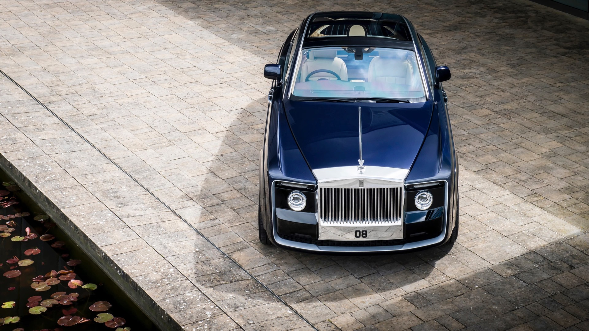 Front exterior image of Rolls-Royce Sweptail