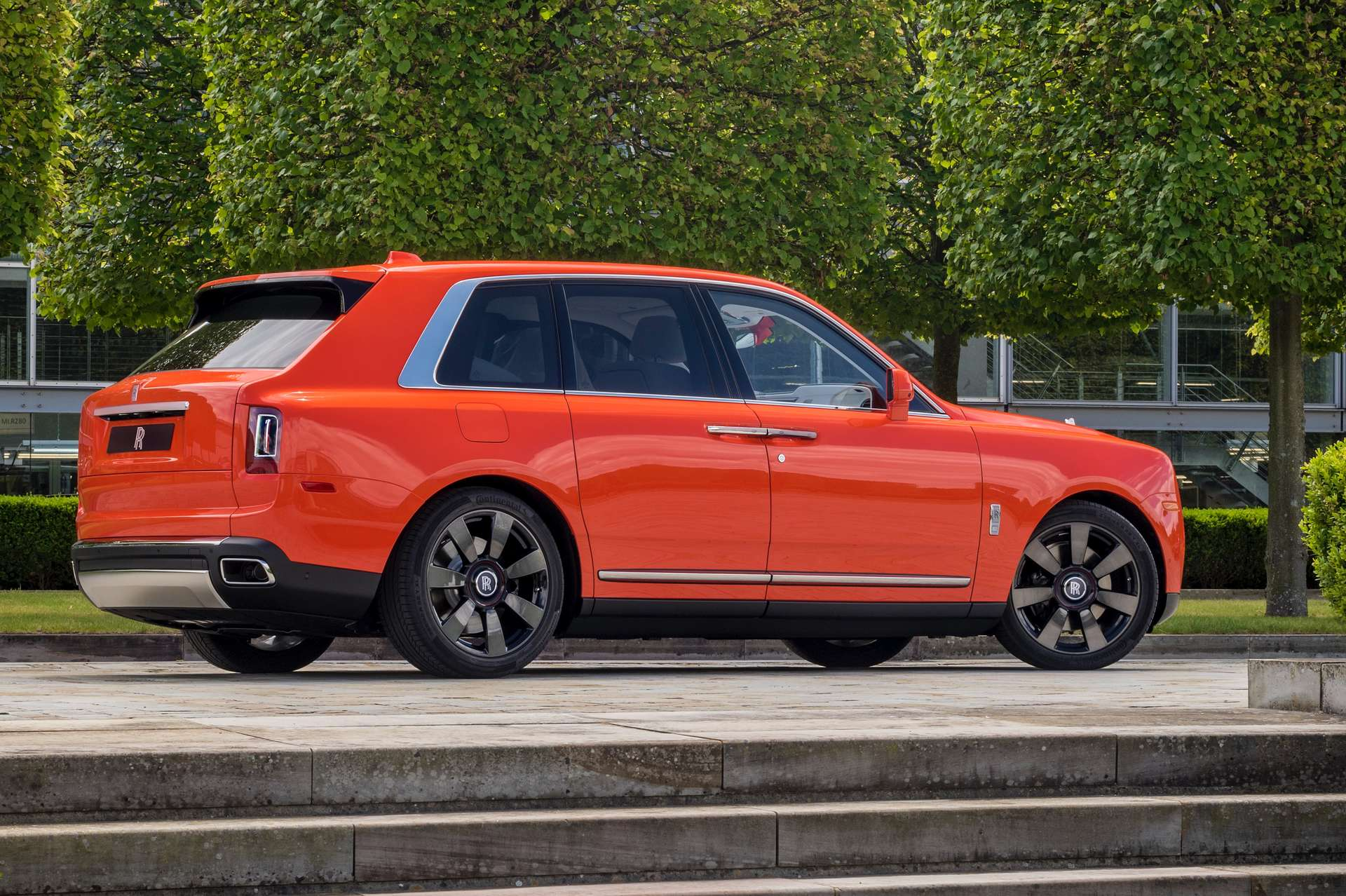 The exterior side-profile of the Rolls-Royce Fux Orange Cullinan.
