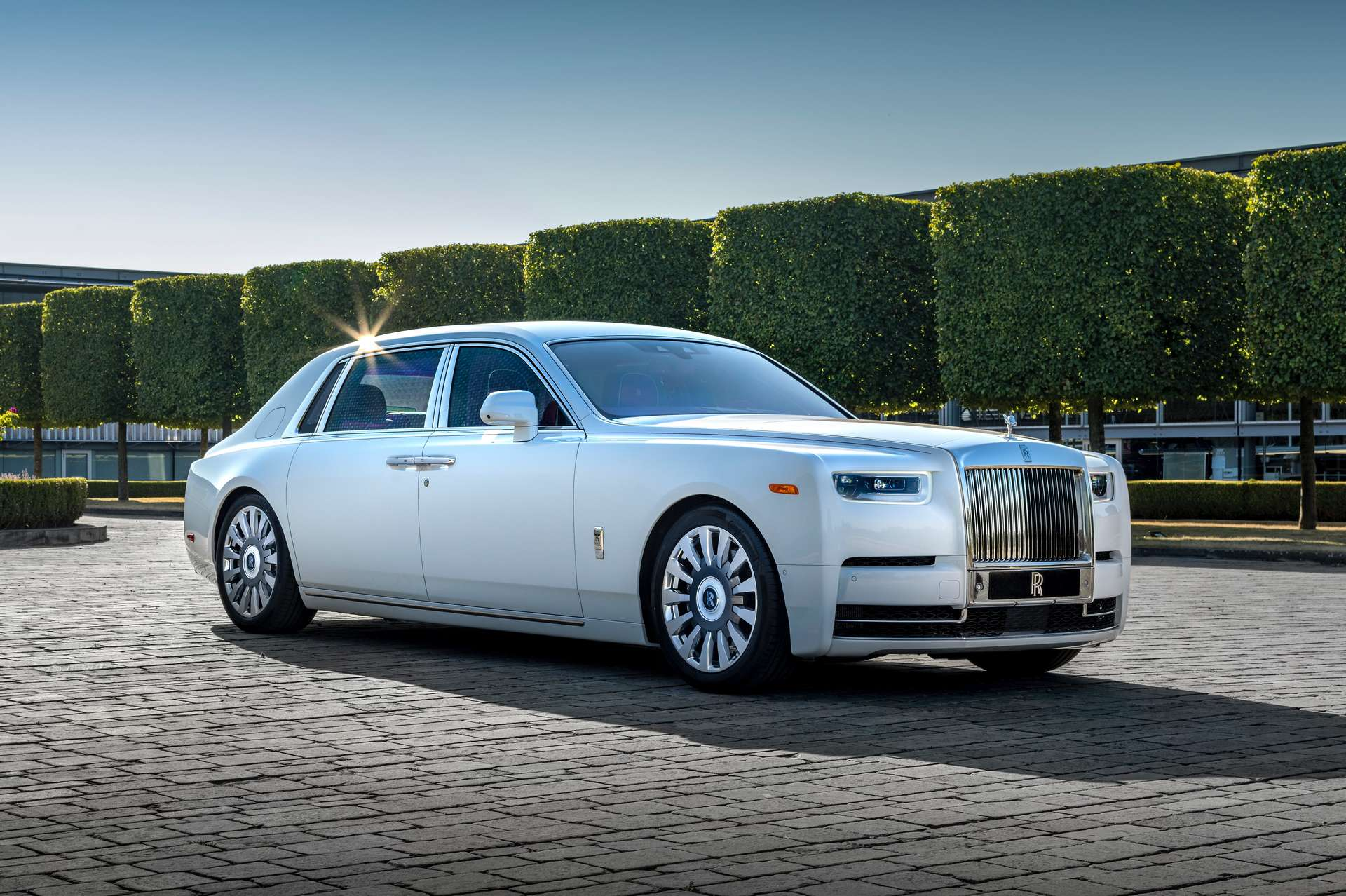The front side profile of the Rolls-Royce Fux Phantom.