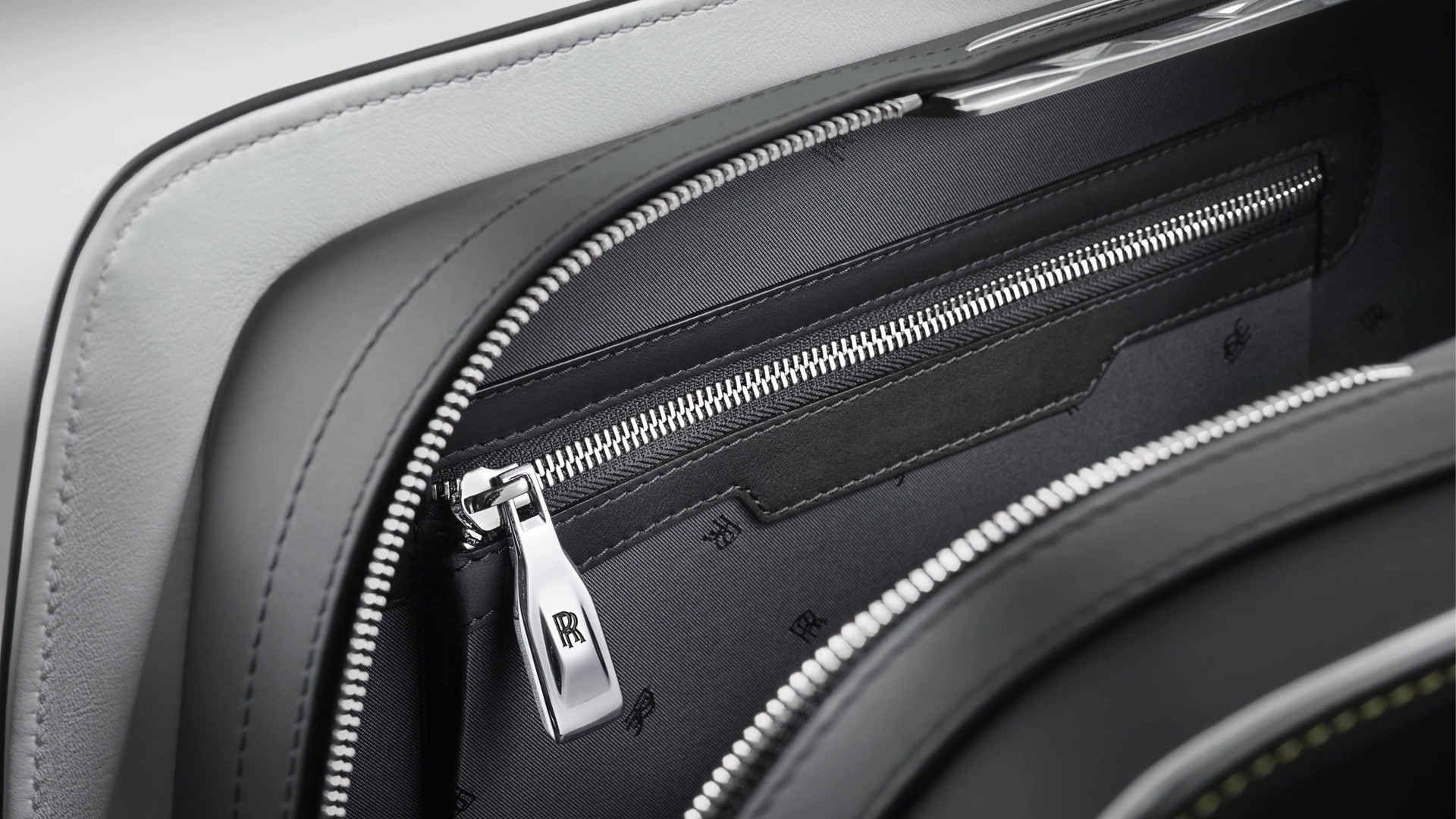 Close-up detail of the Long Weekender from the Rolls-Royce Kinetic Luggage Collection with unique magnetic zip