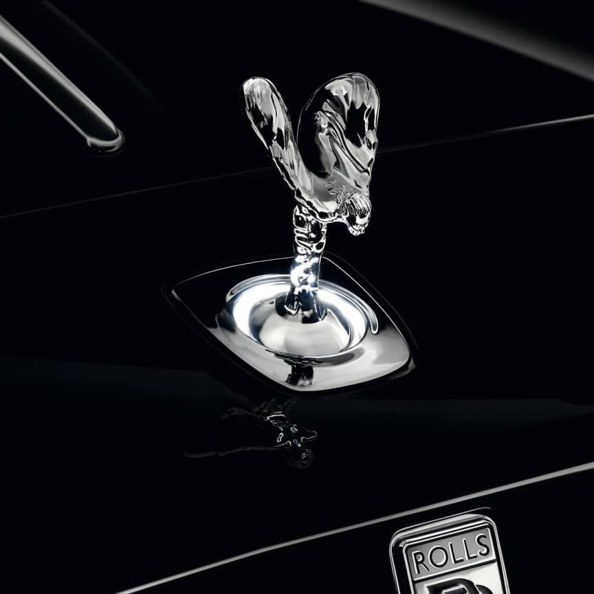 <p>Creating an enchanting aura, the Uplit Spirit of Ecstasy projects a halo of white light that emanates from the base of the pedestal on which the icon stands. The lighting is activated when the welcome lighting is on and the vehicle is stationary.</p>