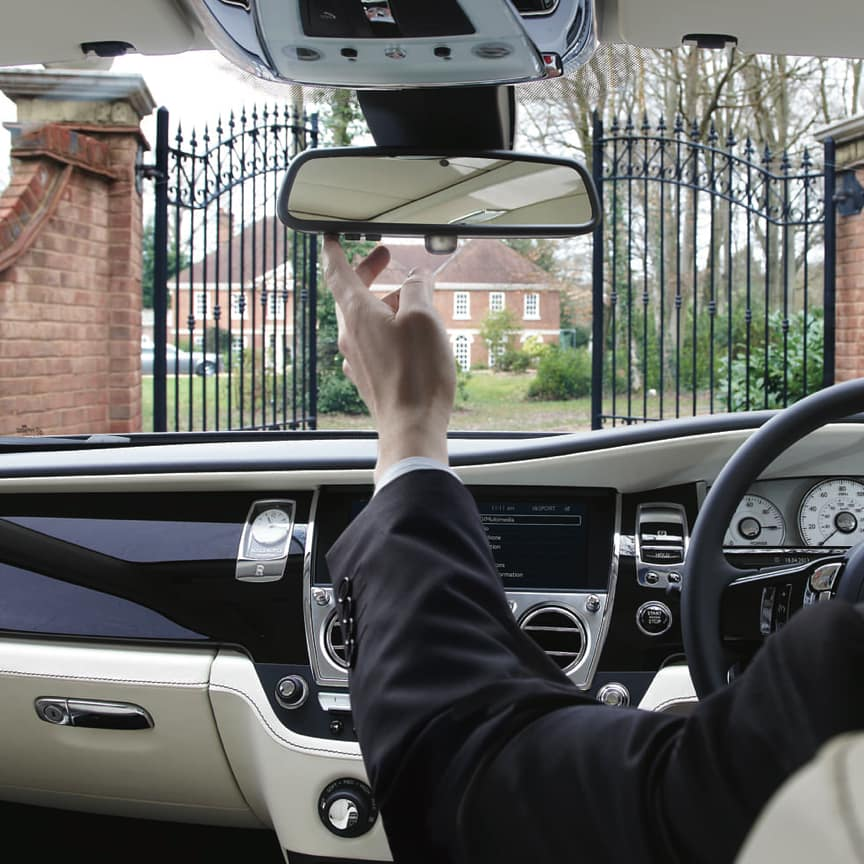 <p>Seamlessly effortless, these control buttons, fitted to the replacement rear view mirror, enable you to programme a range of remote functions, such as opening/closing a garage door or gate, and turning lights or other appliances on and off.<br> <br> Please note: Restrictions on the use of remote control apply in certain countries.</p>