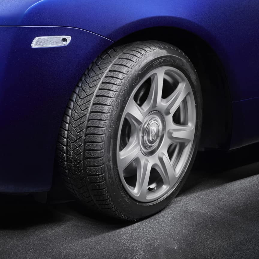 <p>Take on even the most challenging terrains, with 21-inch winter wheels and tyres, designed narrower, with a higher sidewall for optimum performance. They offer up to 20% better road grip in temperatures below 7°C / 44°F, greater traction on ice and snow, and reduce the risk of aquaplaning on wet roads.</p>