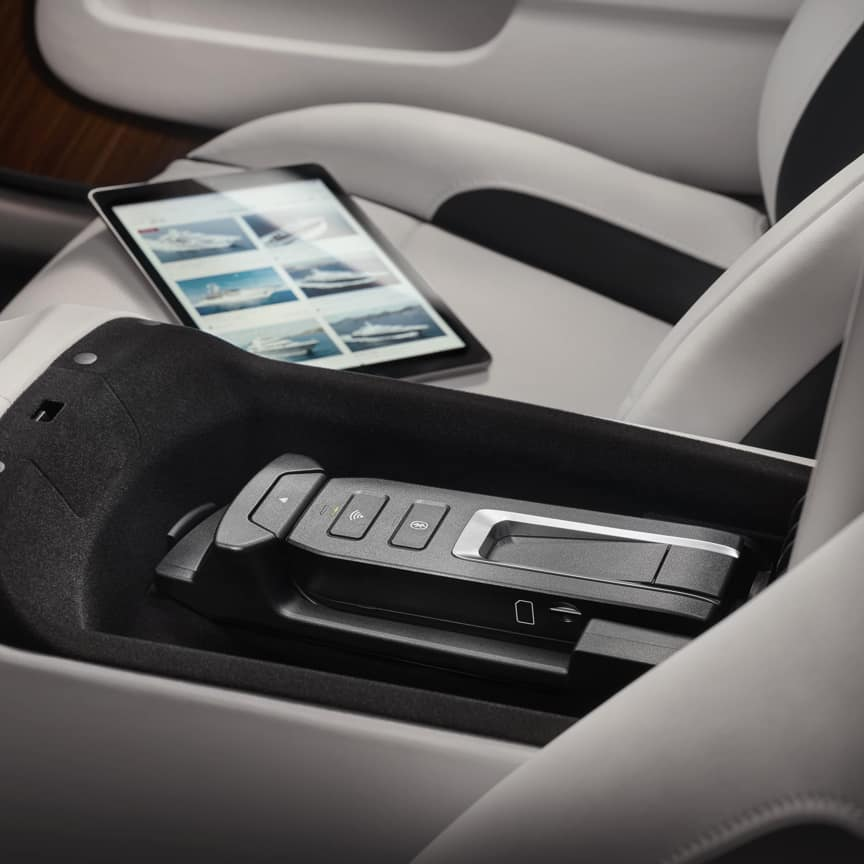 <p>Whether you are stationary or on the move, you can browse the internet and read your emails easily and reliably. Installed in the front centre armrest, the Wireless Car Hotspot enables several WLAN devices to be connected, automatically switching between networks to ensure the best possible connection.<br> </p>